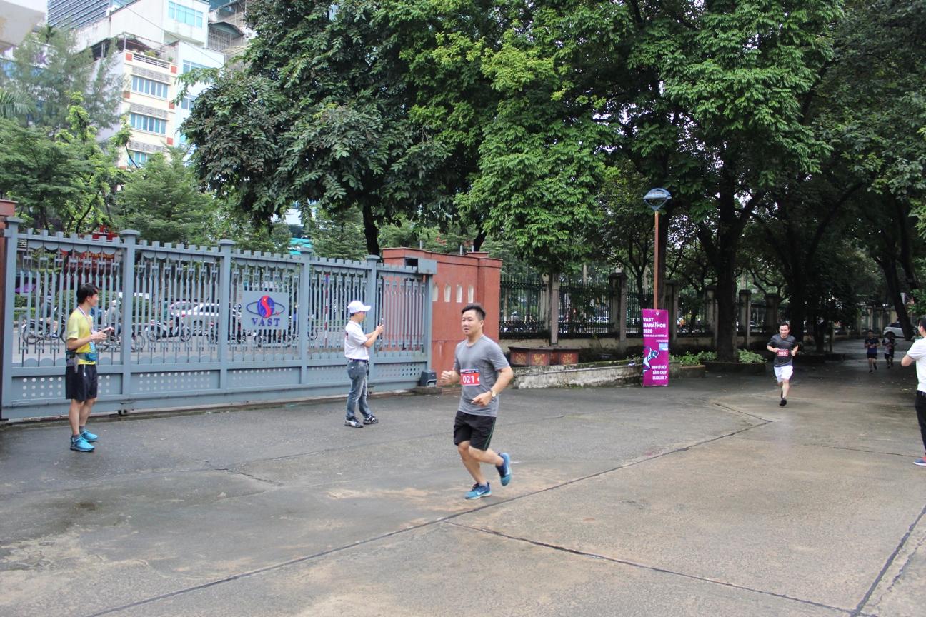 Chi đoàn Trung tâm tham gia Giải chạy VAST Marathon 2020